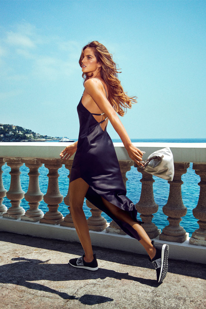 Izabel Goulart wearing OAKLAND and carrying CALLIE