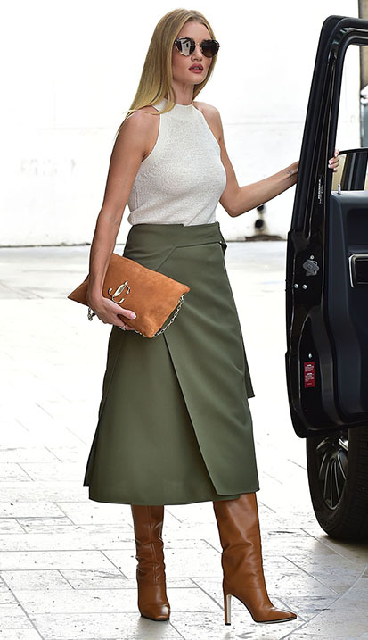 Rosie Huntington-Whitely carrying VARENNE